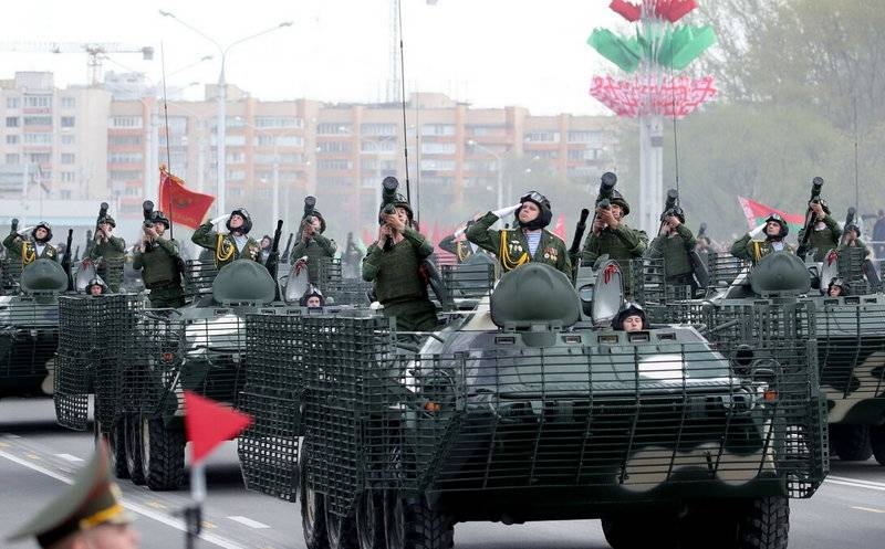 At a parade in Minsk, the Belarusian military showed a modernized BTR-70MB1
