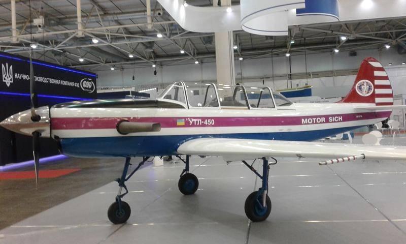 새로운 우크라이나 훈련 항공기 UTL-450 테스트 시작