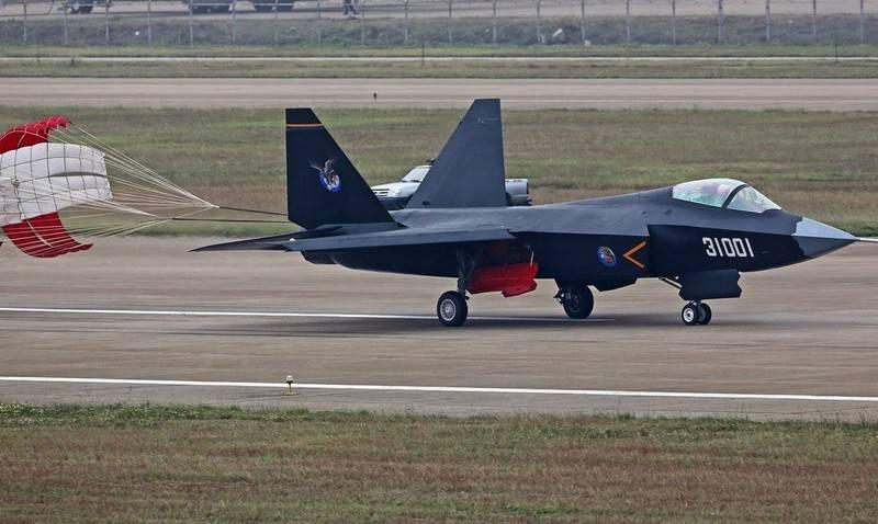 PLA에서 31 세대 중국 전투기 FC을 채택 할 수 있습니다.