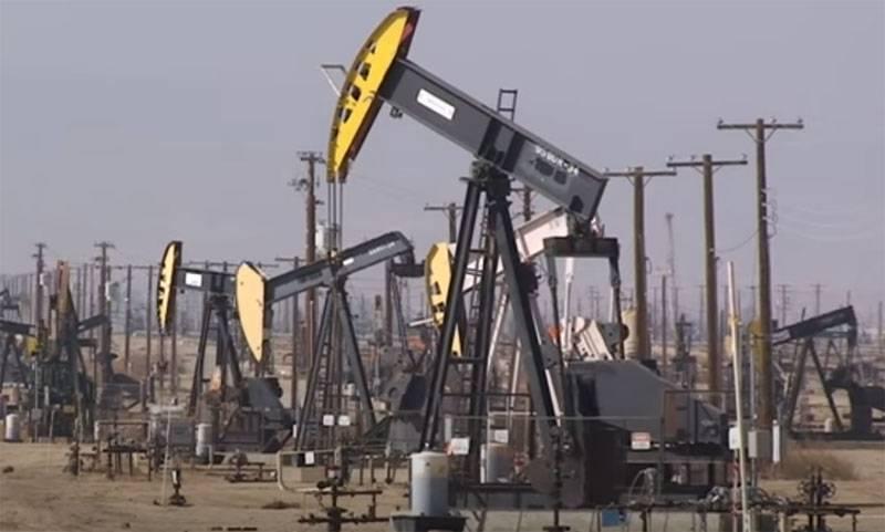 미국은 석유 생산을 줄이기 위해 사우디 아라비아 및 러시아와 협력해야합니다