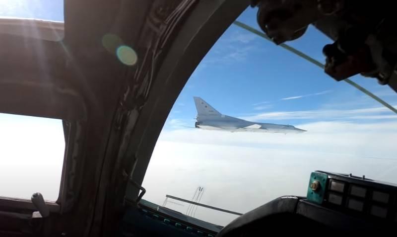 Karadeniz'de Tu-22M3 çiftinin uçuşunun videosu Web'de çıktı