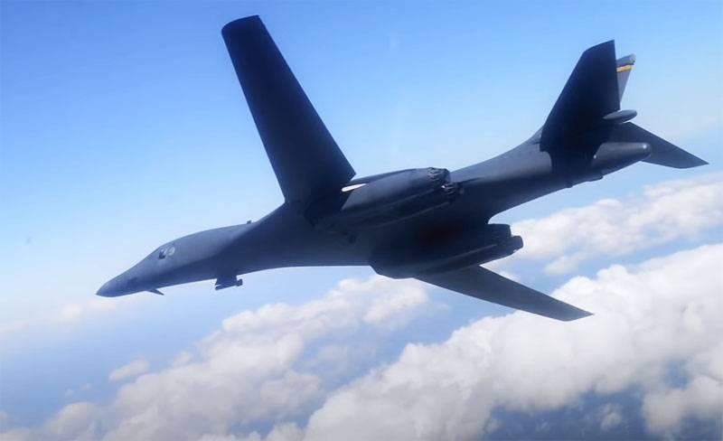 Strategische Bomber der US Air Force B-1B fliegen zum ersten Mal über Schweden