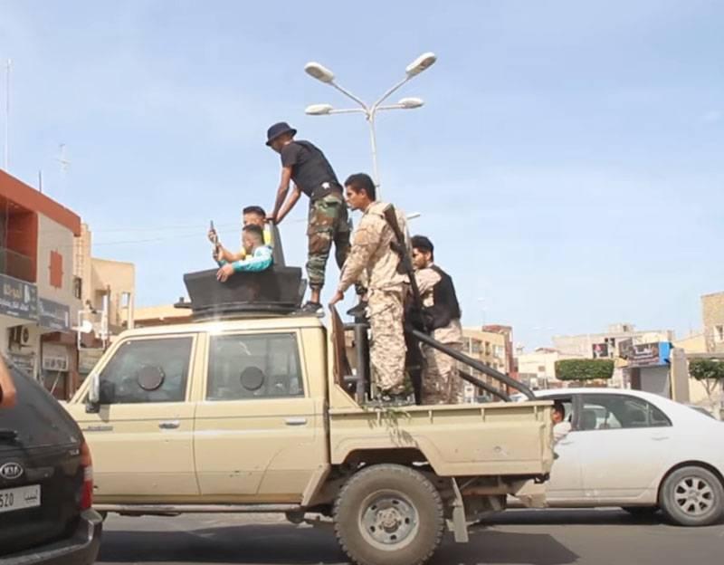PNS-Streitkräfte sagen, sie hätten Wege gekürzt, um Haftars Armee südlich von Tripolis zu versorgen