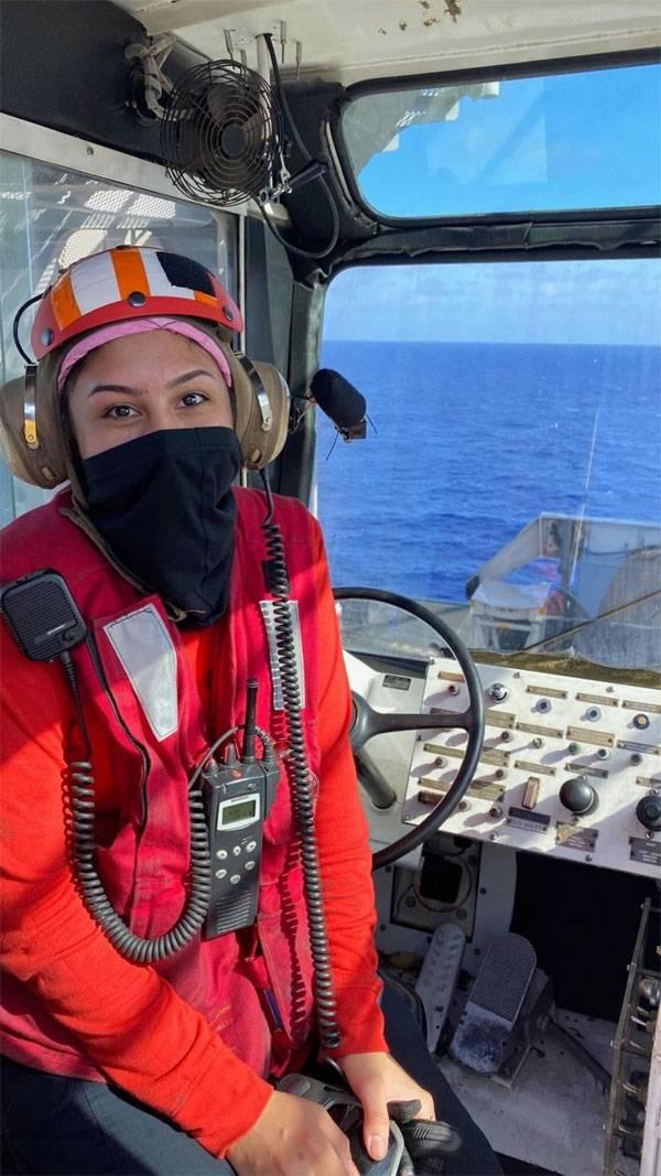 새로운 선장과 함께 필리핀 바다에 이미 테오도르 루즈 벨트 항공 모함