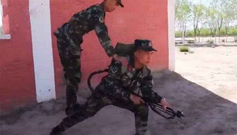 How the Chinese army train flamethrowers: shots from the training ground are shown