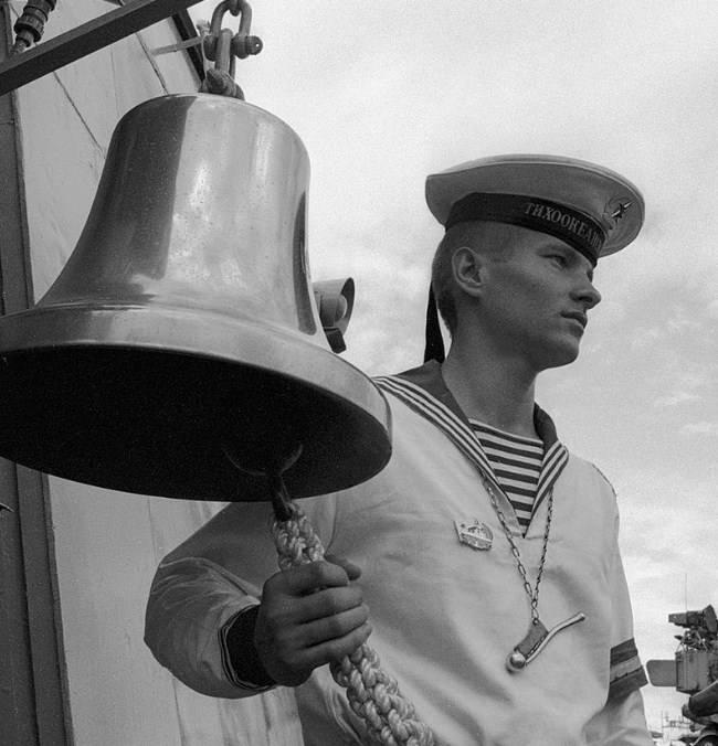 ボトルとバザーとは何か、そしてそれらが暴行される理由:ロシア艦隊の伝統と条件