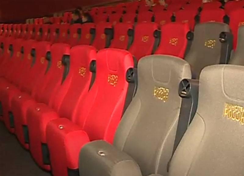 多くの由緒ある映画製作者がいて、高品質の映画館はほとんどありません