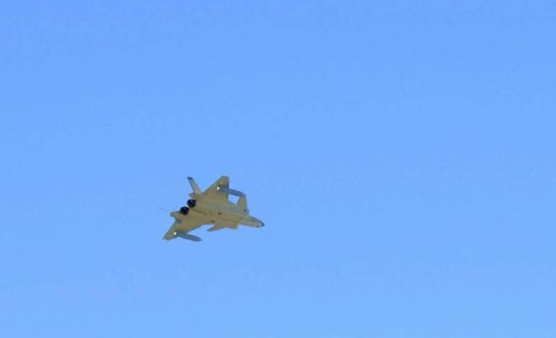 在中国,有关J-20战斗机的新照片引起争议