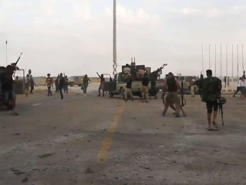찍은 PNS 공항 트리폴리에서 비디오가 있었다