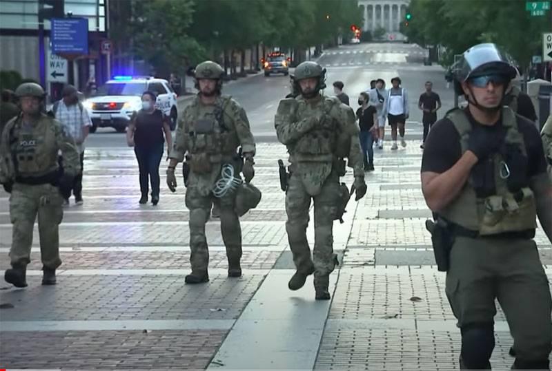Merkmale der Ausrüstung und Waffen der Nationalgarde, der US-Armee und der Polizei während der Unruhen