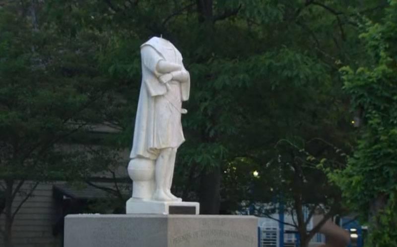 """""""¿Estás en contra del descubrimiento de América?"""" - En los Estados Unidos, comente de manera diferente sobre la decapitación de la estatua de Cristóbal Colón"""