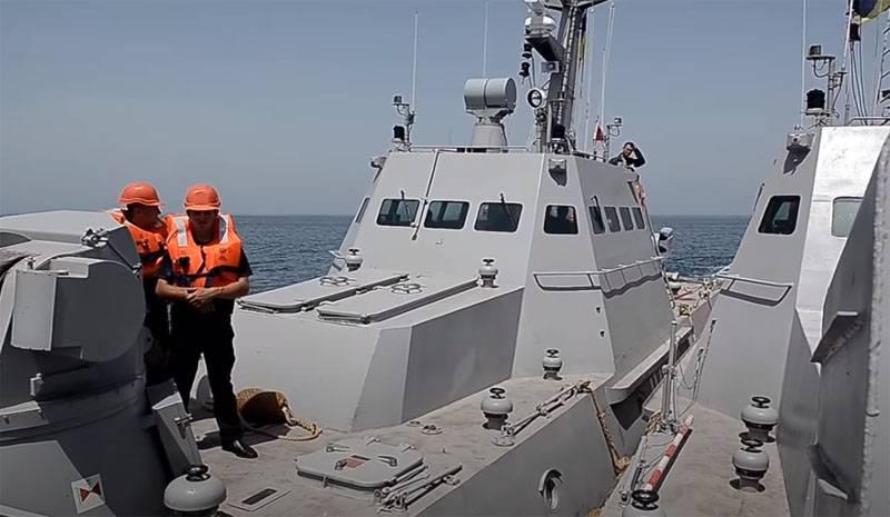 """Das Panzerboot """"Berdyansk"""" der ukrainischen Marine, das die Seegrenze der Russischen Föderation verletzte, kam """"zur Restaurierung"""" in Nikolaev an"""