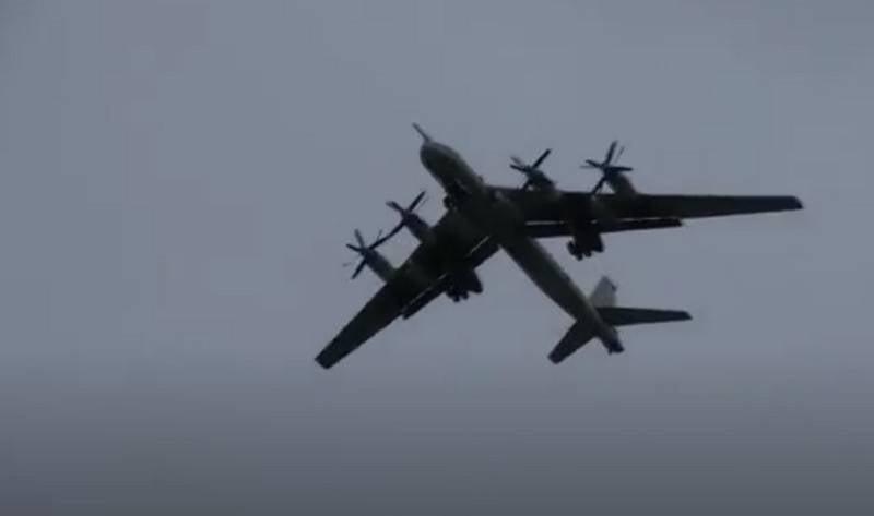 """俄罗斯Tu-95飞行在美国海岸附近,被称为""""古董"""""""