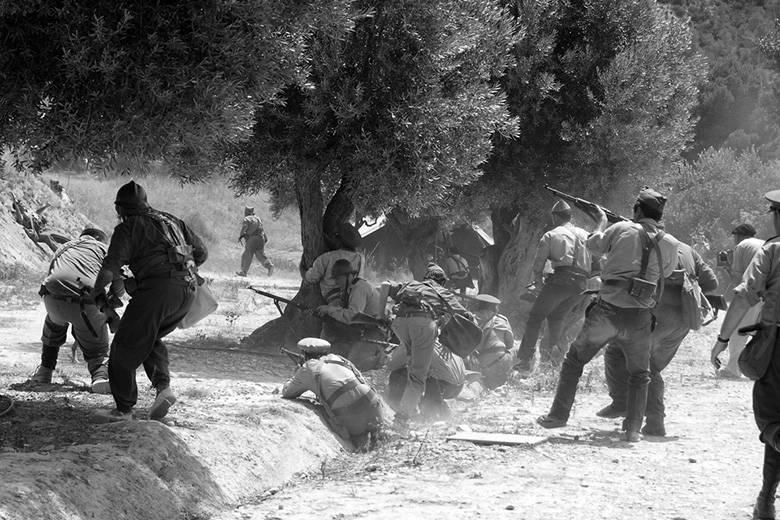 브러시와 모노 작업복이없는 술 : 스페인 남북 전쟁의 제복
