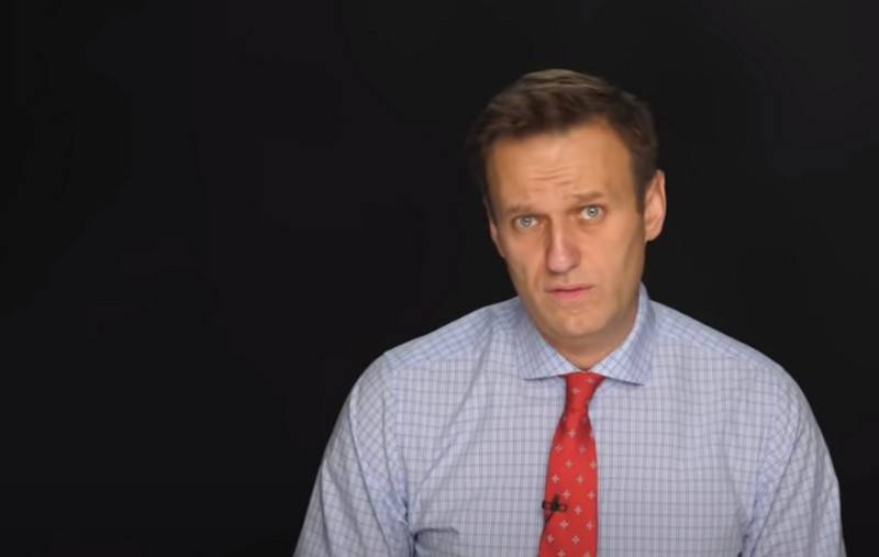 In Ukraine, called for political asylum to Navalny