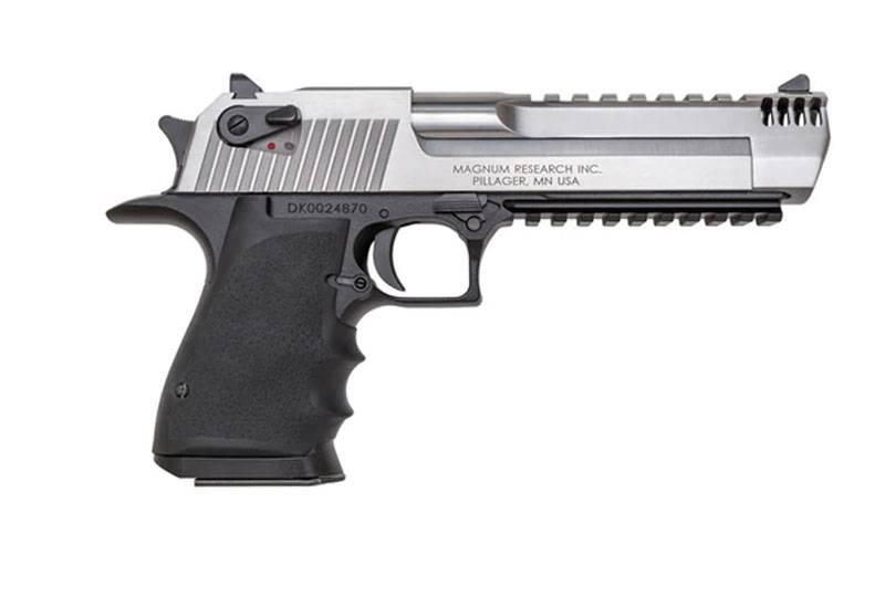 """""""On peut aller n'importe où sauf la cible"""": le filet parlait du pistolet Pathos Desert Eagle avec dorure"""