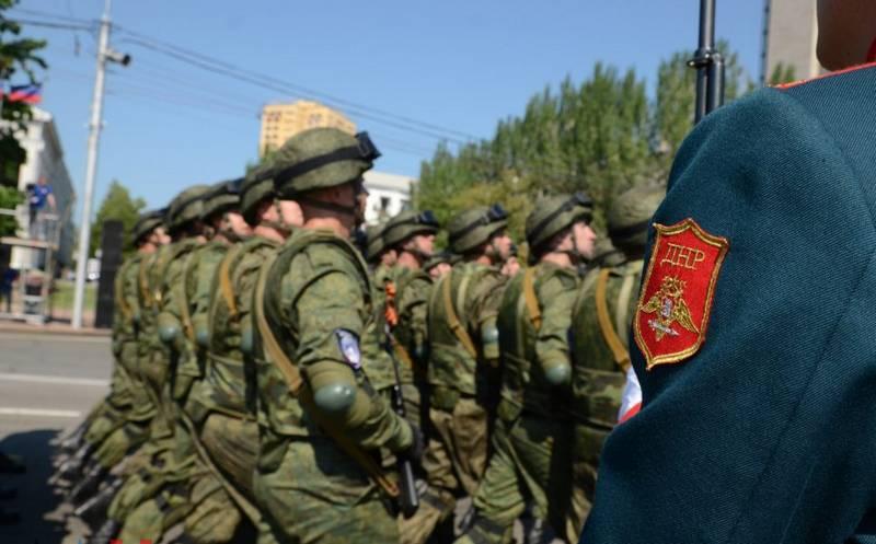 도네츠크와 루간 스크에서 열린 75 주년 기념 군사 퍼레이드