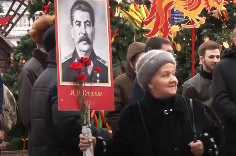 75 년 전, generalissimo라는 제목이 소련에 소개되었습니다
