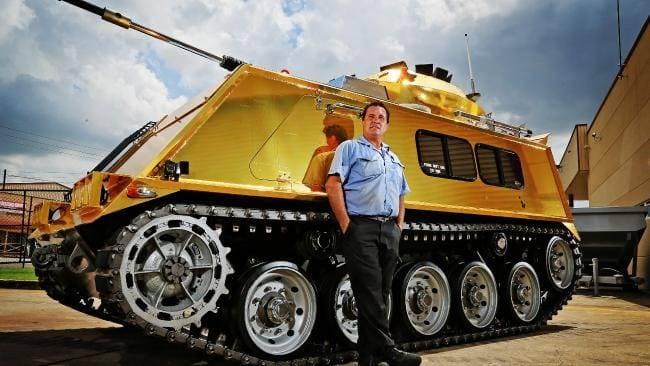 """Göz alıcı zırh: """"altın"""" zırhlı personel taşıyıcıdan """"Cybertrack"""" a"""