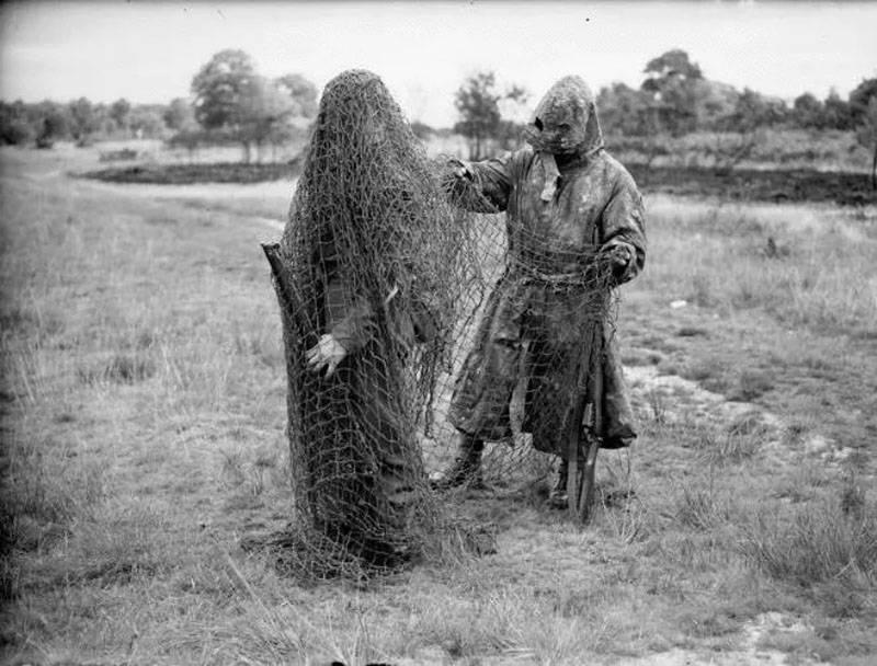 """Costume de camouflage """"Gilly"""": de la chasse à la guerre et retour"""
