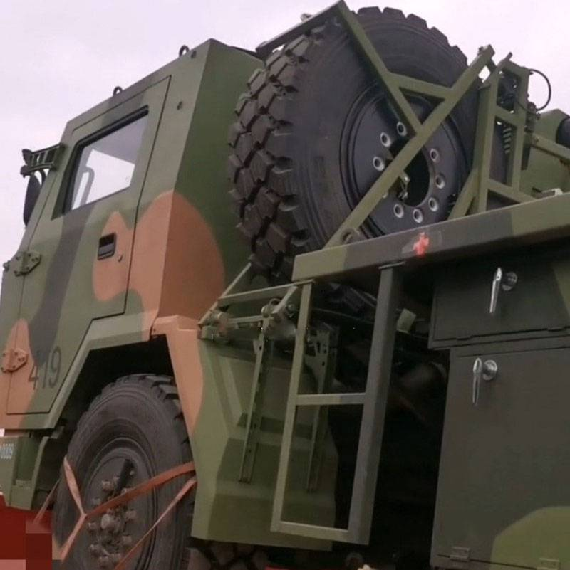 Apareceram fotos do MLRS B-12 chinês baseado no FAW 4x4 para as tropas aéreas