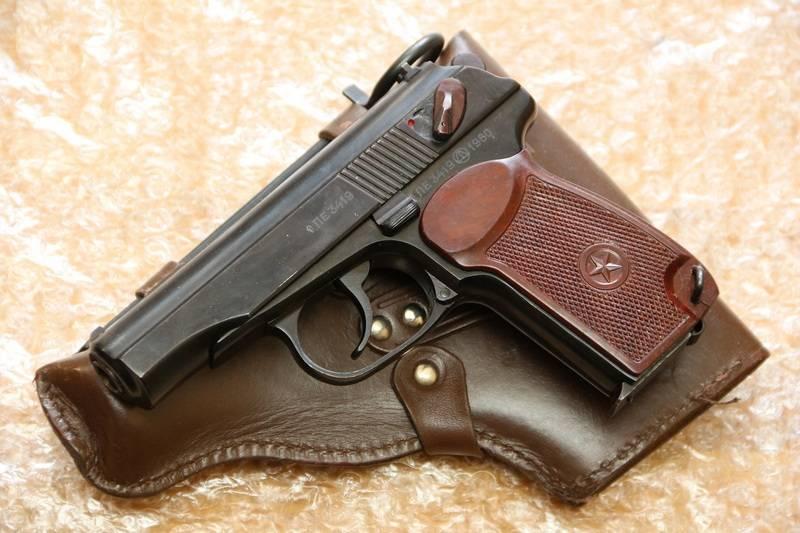 """L'Estonie fournira des pistolets Makarov à l'Ukraine pour lutter contre les """"séparatistes pro-russes"""""""