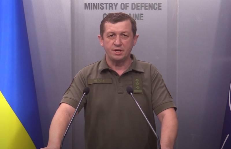 우크라이나에서, 군대의 퍼레이드 유니폼을위한 새로운 견장을 제시