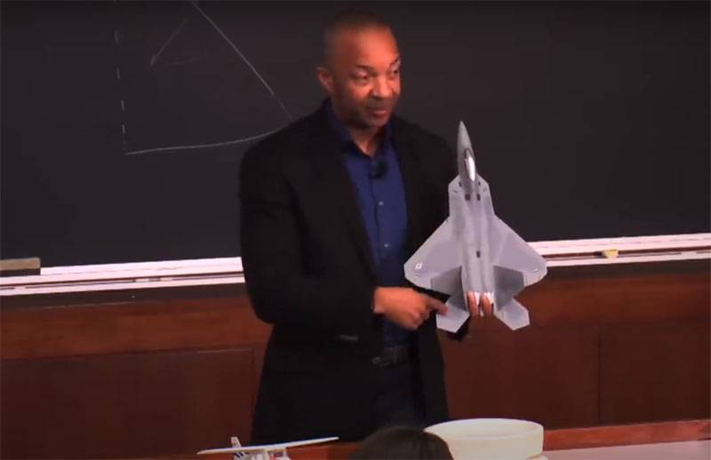 """A remarkable level of automation"": lecture by the US Air Force pilot on piloting the F-22"
