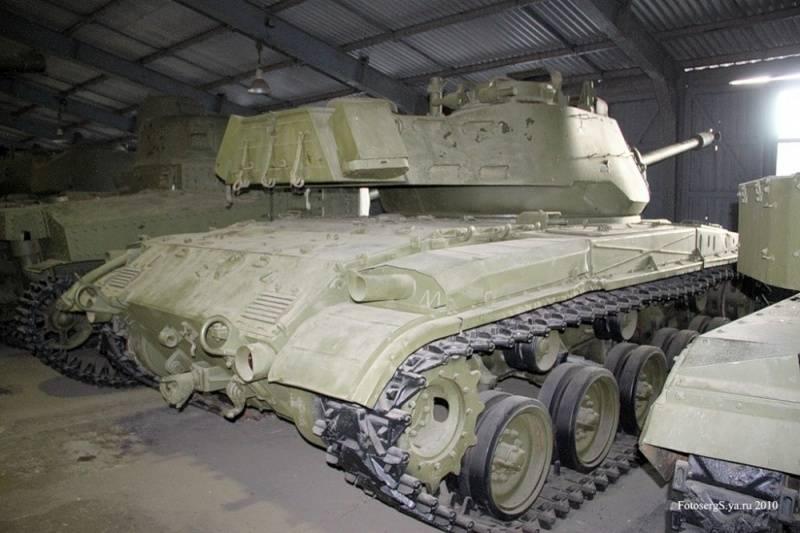 実験室での作業。 ソビエトエンジニアのメスの下でアメリカの装甲車