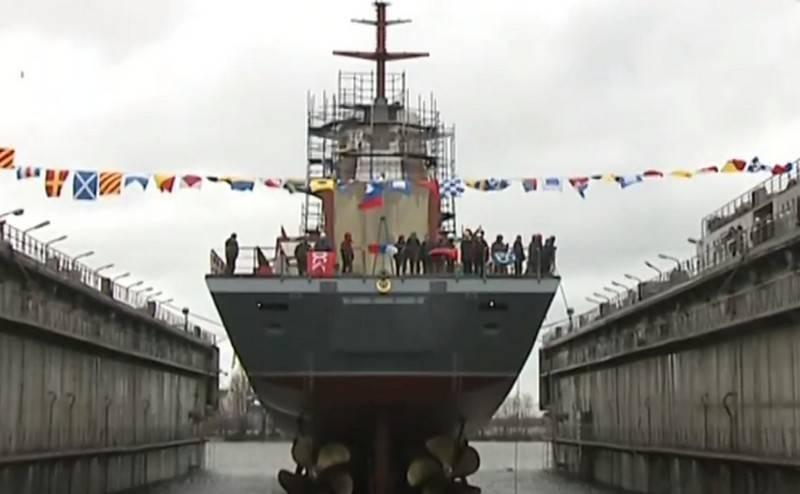 """Le moment du transfert à la Marine du projet de corvette 20380 """"Retivy"""""""