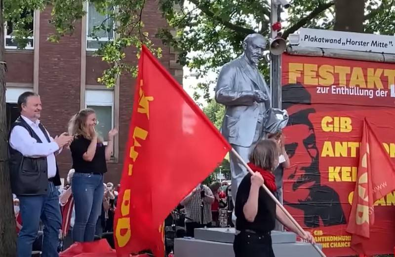MEP from Poland demanded to demolish a monument to Lenin in Germany