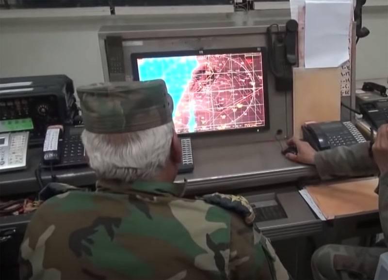 Cálculos de defensa aérea siria derribados por drones desconocidos sobre la provincia de Hama
