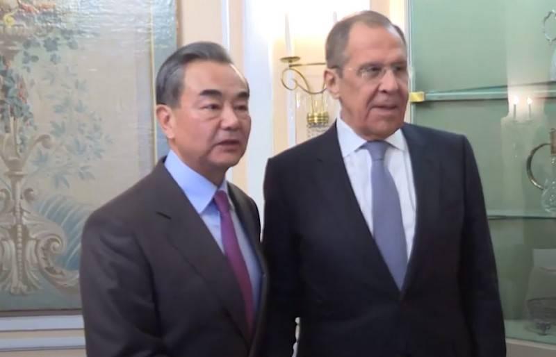 """""""他们失去了理性,道德和信任"""":中国外交大臣批评美国"""