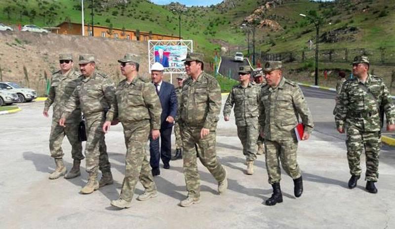 """""""Poutine devrait entrer dans le jeu et calmer la ferveur guerrière de certains"""": lecteurs occidentaux sur le conflit dans le Caucase"""