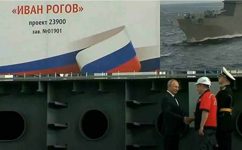 Und UDC und U-Boote: In Russland verging ein einziger Tag, an dem Kriegsschiffe abgelegt wurden