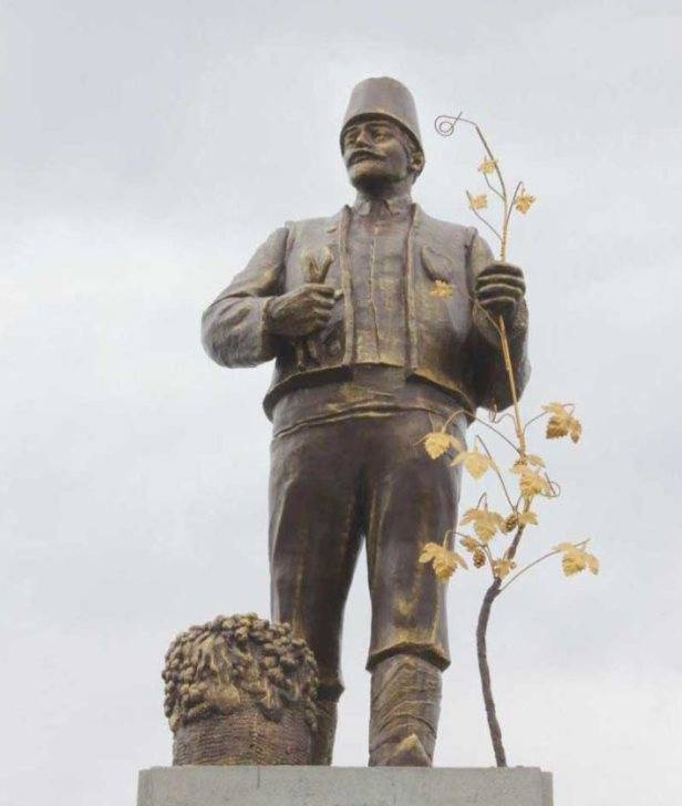 Decommunization: Near Odessa, a monument to Lenin was converted into a statue of a Bulgarian immigrant