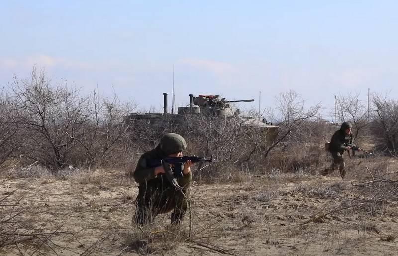 Fuzileiros navais contra forças aéreas: exercícios de ataque naval e aéreo foram realizados no Mar Cáspio