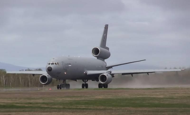 Força Aérea dos EUA inicia o descomissionamento de aeronaves-tanque KC-10 Extender