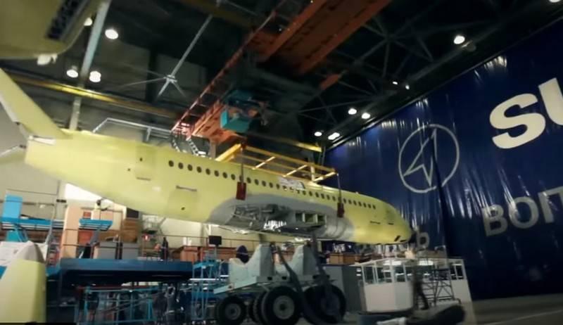 UAC, artırılmış kapasiteye sahip bir Sukhoi Superjet oluşturma seçeneğini düşünüyor