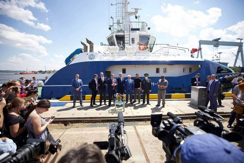पहले फ्रांसीसी-डिज़ाइन किए गए FPB 98 MKI गश्ती नौकाओं को यूक्रेन में नीचे रखा गया