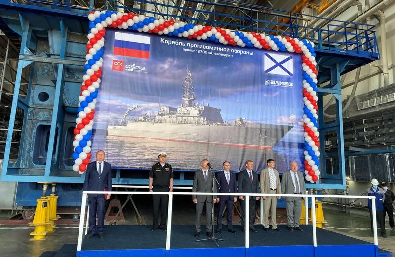 Das achte Projekt 12700 Minensuchboot Lev Chernavin wurde auf der Sredne-Newski-Werft niedergelegt