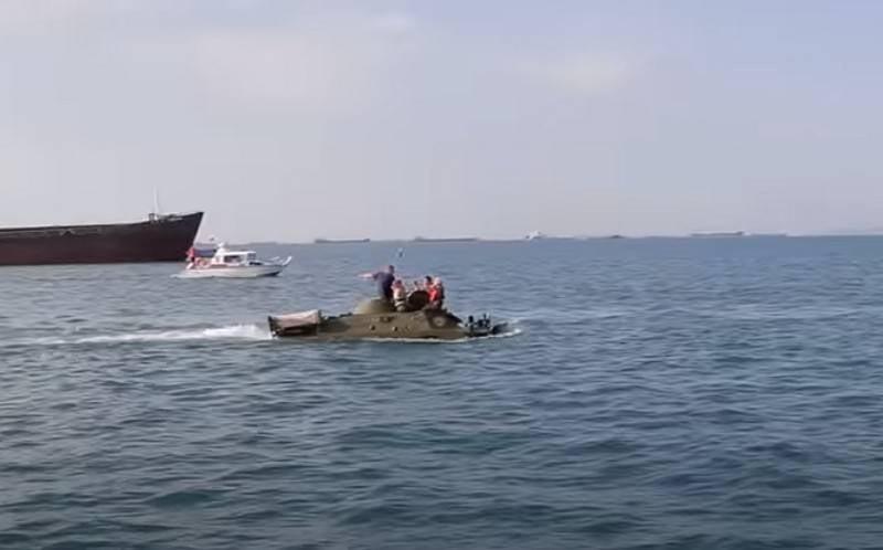 केर्च जलडमरूमध्य पार करते समय, BRDM-2 डूब गया
