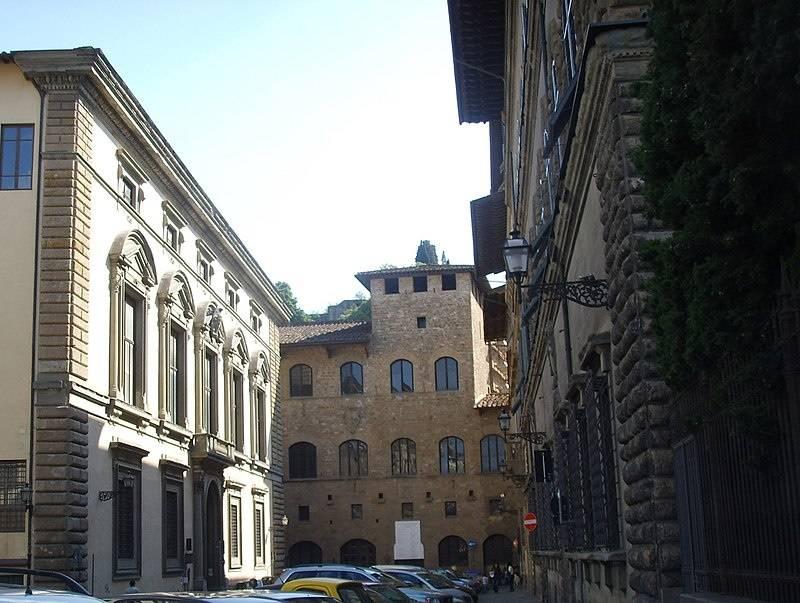 フィレンツェのバルディーニ美術館の鎧と武器