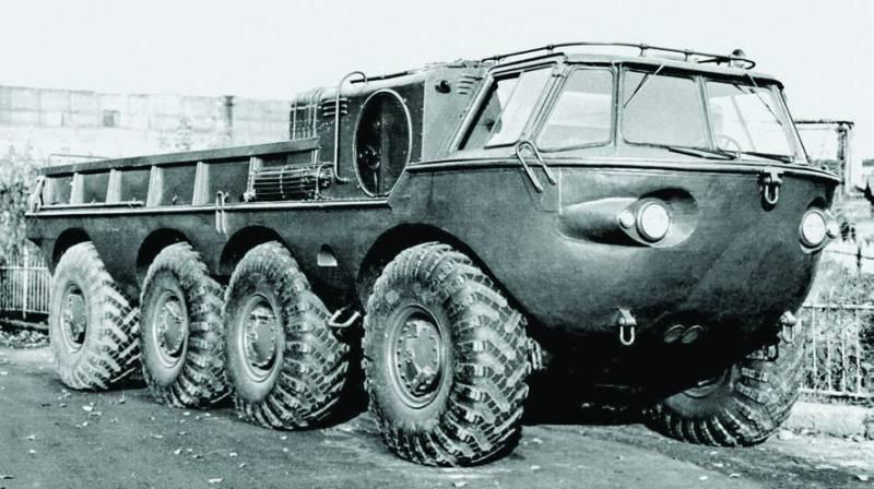 Пластмассовый ЗИЛ-135Б и катер на колёсах