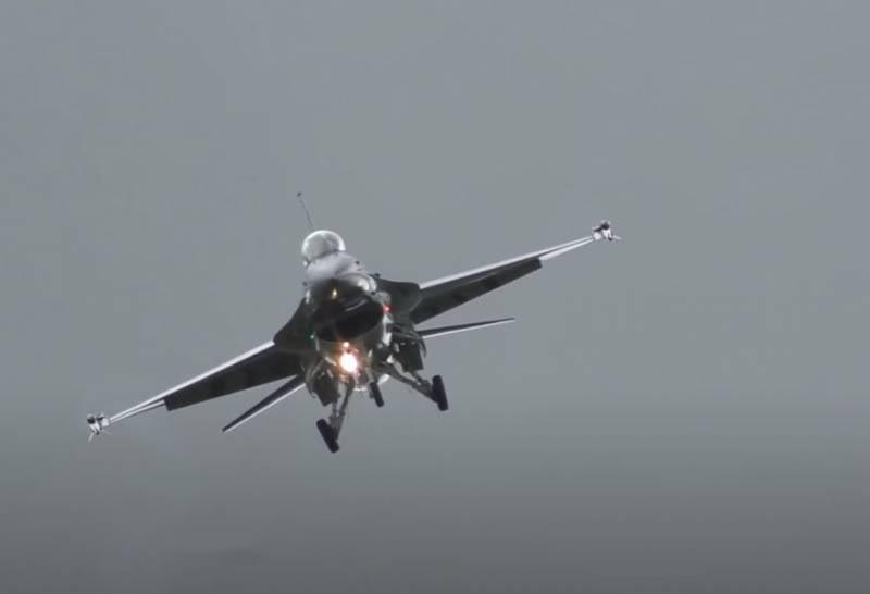 Индийская пресса: США хотят продать Индии истребитель F-21 как старую верёвку с несколькими новыми узлами