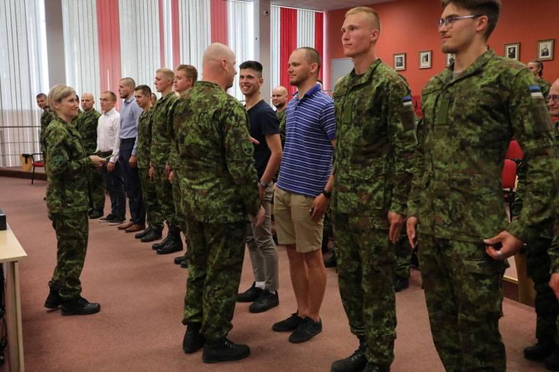 «Почему они одеты как попало?» Западных пользователей удивил эстонский строй резервистов
