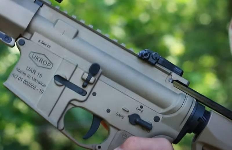 """우크라이나 국경 서비스에서 """"NATO 구경""""은 Kalashnikov 소총을 대체합니다."""