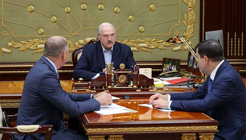 Why does Alexander Lukashenko want to overthrow the President of Belarus?