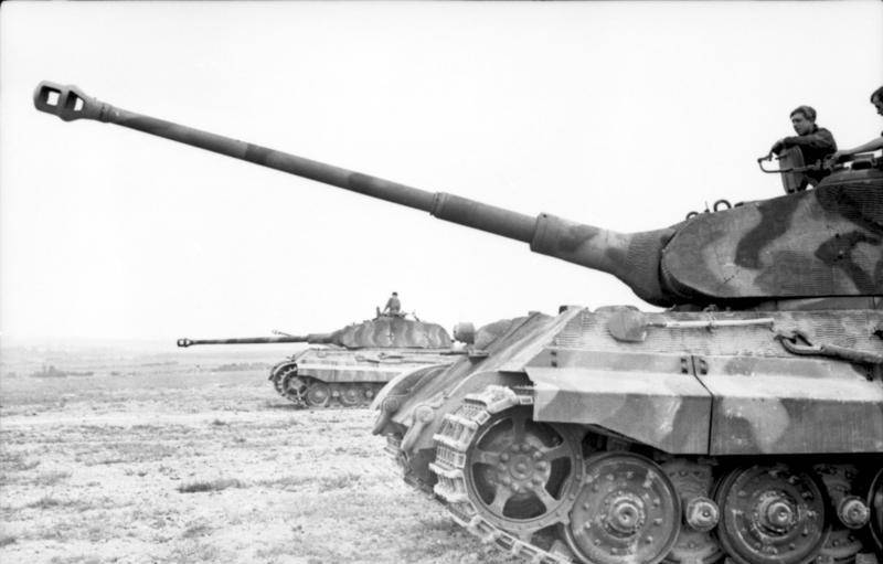 """Levers and cannon. """"Royal Tiger"""" on trials in Kubinka"""