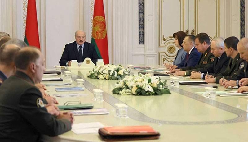 Lukashenko : 미국인들 때문에 우리를 놀라게하지 마세요. 33 명이 여기에 보내지 않았습니다.